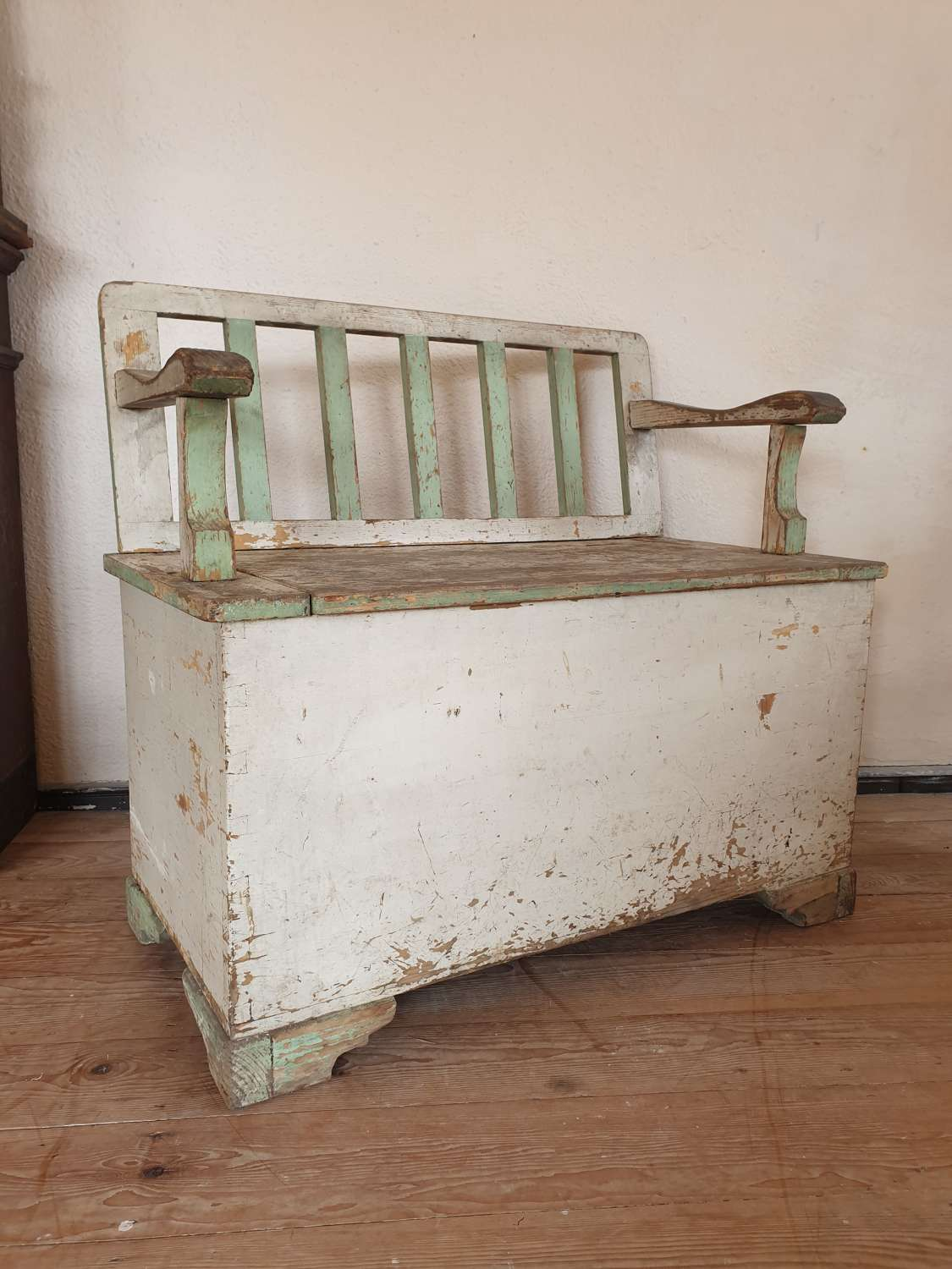 Northern European Painted Box Settle